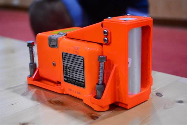 因黑盒子电力有90天时间限制,30天后讯号发送功能逐渐衰退。(王志伟摄)