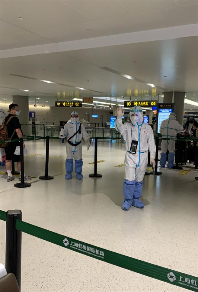 疫情時代下進出機場很困難。(作者提供)
