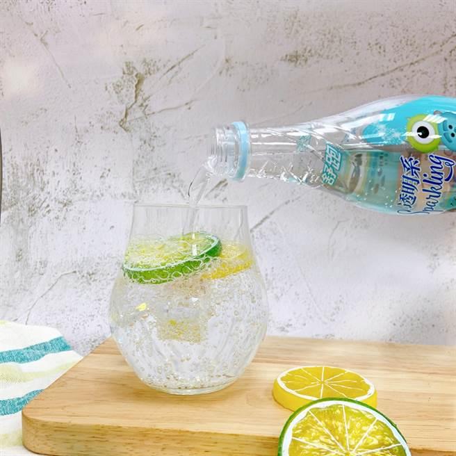氣泡水無糖零熱量的氣泡能刺激味蕾,適合搭配大餐飲用。(圖/品牌提供)