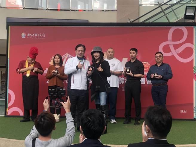 新北特色商品队今(17)日在林口三井举行联合展售。(李俊淇摄)