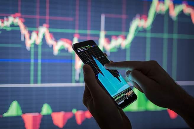 威盛集團旗下的威鋒電子申購到昨天截止,根據證交所統計,這次近38萬筆申購,凍資額高達643億元。(圖/達志影像/shutterstock)