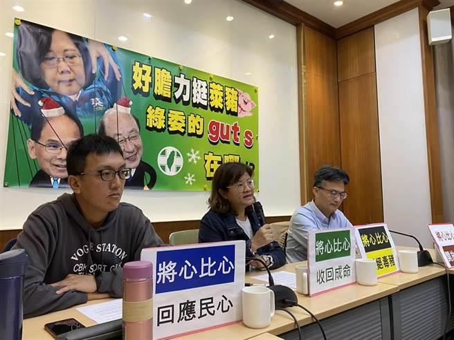 醫師蘇偉碩(右一)曾多次公開反萊豬。 (資料照/李柏澔攝)