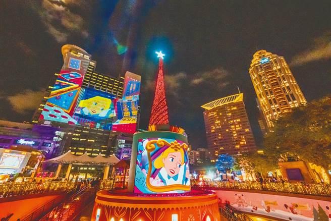 新北市歡樂耶誕城已吸引上百萬人次前來朝聖,市府推出第二支光雕秀,持續吸客。(圖/葉德正攝)