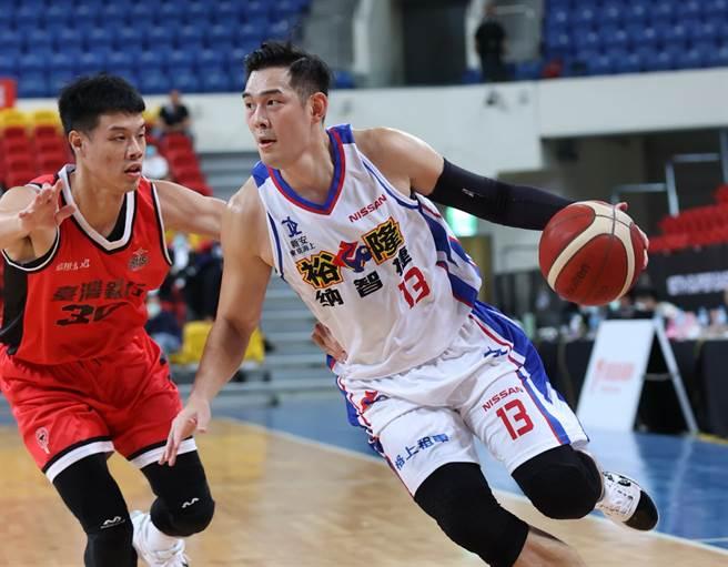 裕隆隊長呂政儒17日終於本季首度上場了。(中華籃協提供)