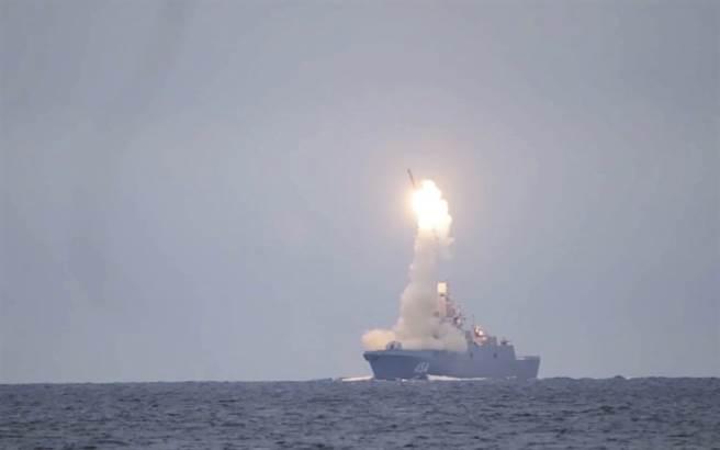 普丁谴责美国迟迟不肯续签《新战略武器裁减条约》,俄国只好发展极音速武器以为因应。图为俄国首次试射极音速飞弹锆石。(图/美联社)