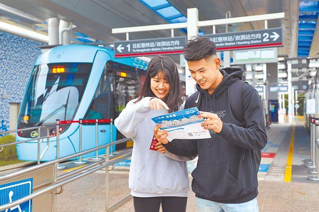 新北捷運公司16日公布,12月21日起至明年3月20日止為期3個月,憑電子票證學生票可單程均一價10元的優惠價體驗輕軌。(戴上容攝)