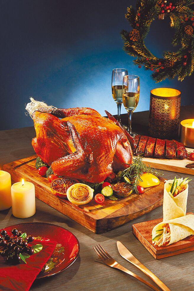 大叶高岛屋的新东阳感恩火鸡,原价2680元、特价2480元;炭烤猪肋排,原价780元、特价699元。(大叶高岛屋提供)