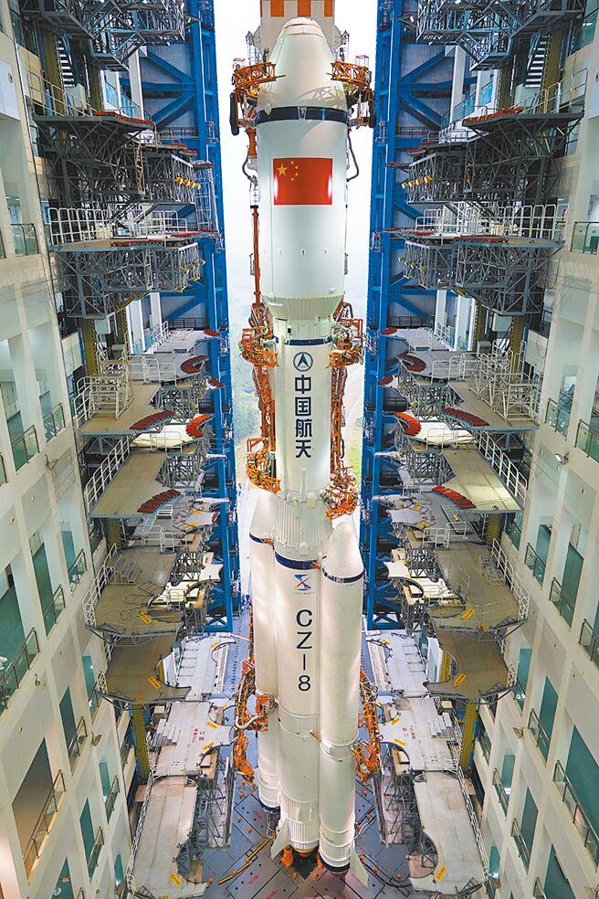 长征八号採用两级半构型,下半部捆绑2个助推器。(取自微博@中国航天科技集团)