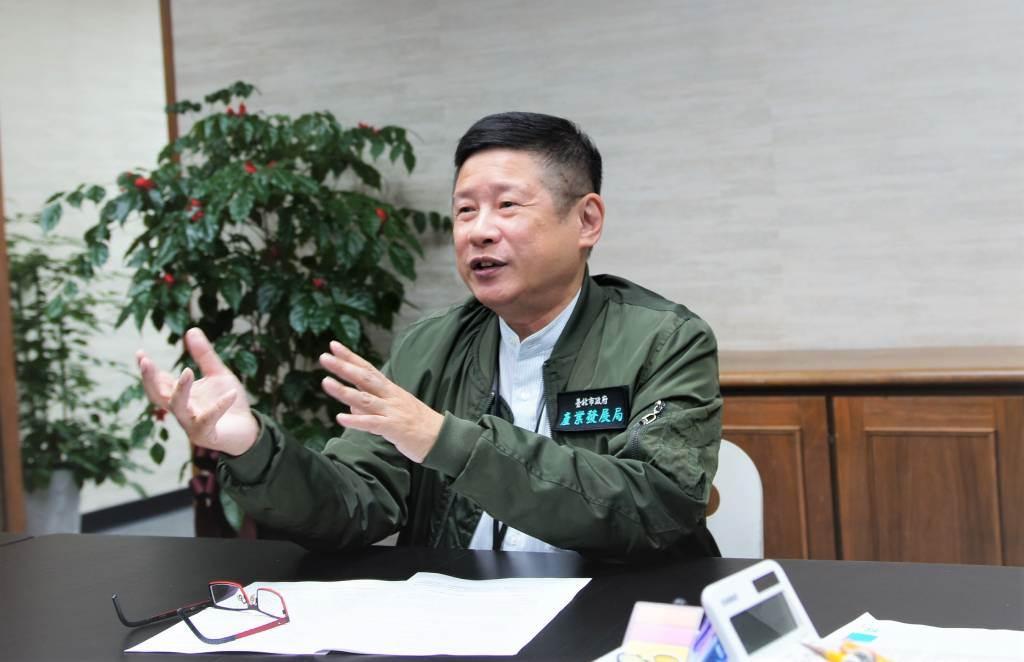 臺北市政府產業局長林崇傑開心的說,和力圖創新的朋友相處是很愉快的事,他們的創造力與熱情也表現在營業數據上。(圖/吳竟意/攝)