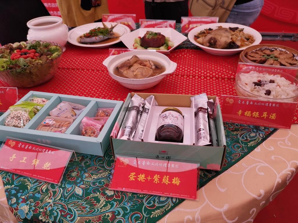 台南市庇護工場年菜、年節伴手禮開賣。(劉秀芬攝)