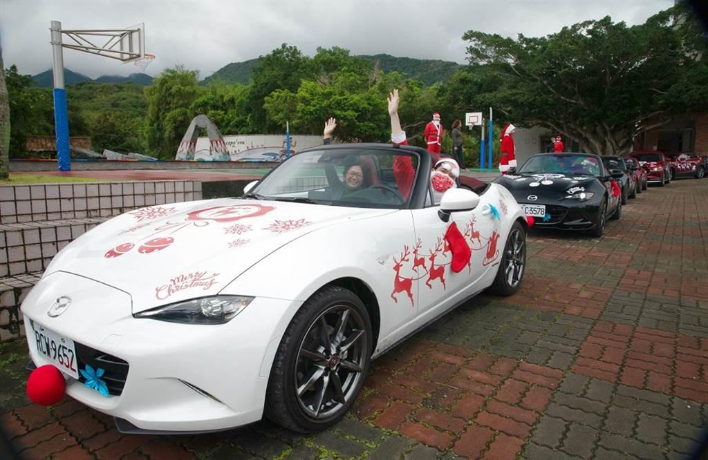 台灣馬自達首次將源自日本MAZDA的「Santa Project」活動延伸至台灣,將溫暖與歡笑傳遞至位處花蓮偏鄉的靜浦國小。