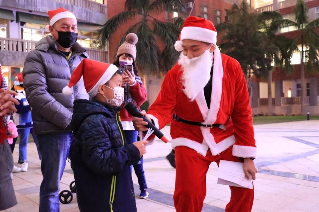 金大聖誕節親子活動,難忘的校園美好回憶。(金大提供)