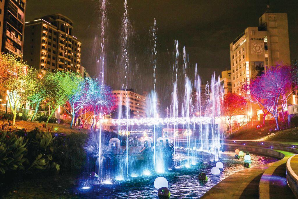 全臺唯一「耶誕水舞燈光秀」將在柳川華麗登場。圖/臺中市政府新聞局提供