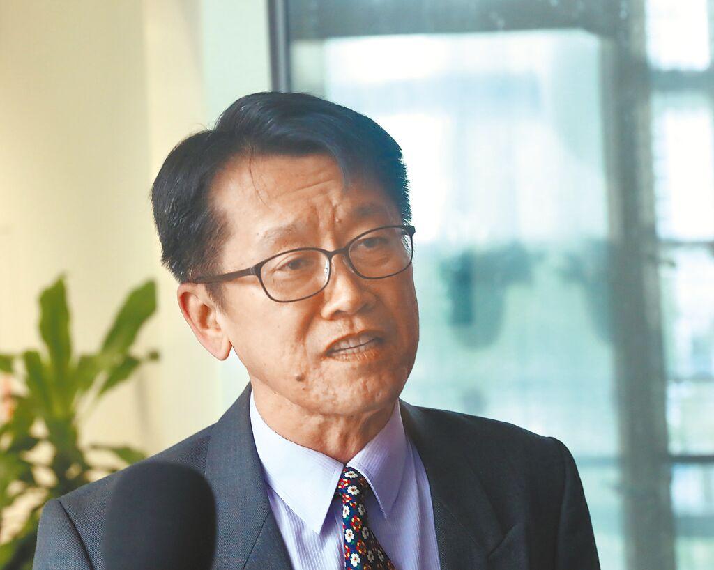 台中市政府勞工局長吳威志疑捲入婚外情,17日下午提出辭呈,並獲市長盧秀燕同意。(盧金足攝)