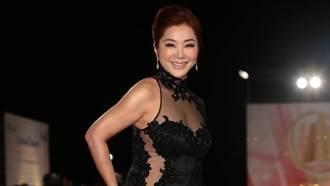 64歲陳美鳳爆乳透視裝亮相 鑽石亮片「遮3點」辣翻天