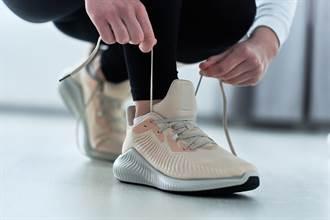 球鞋最上方「鞋帶孔」超廢?網揭神奇護腳法:舒服很多
