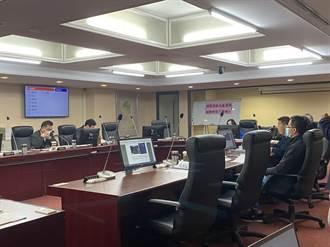 奔騰思潮:邱瑀庭、陳飽螺》社工的教育養成與執業困境
