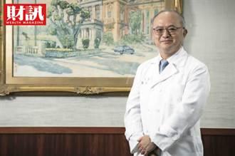 「一瓶點滴比不上一杯珍奶」台大院長吳明賢憂心:健保制度不改 年輕醫師用腳投票