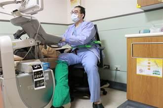 不漏接!嘉義名醫打石膏坐輪椅為7產婦接生