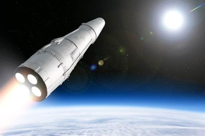 俄國近日驗證反衛星武器。事實上,俄國驗證自太空衛星高速發射物體的能力,讓美軍感到芒刺在背,擔心其軍事用途。(示意圖/Shutterstock)