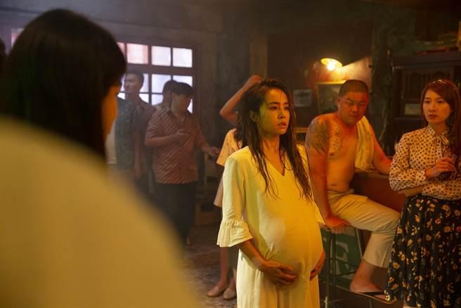 蔡依林在〈甜秘密〉MV扮演孕婦。(圖/凌時差提供)