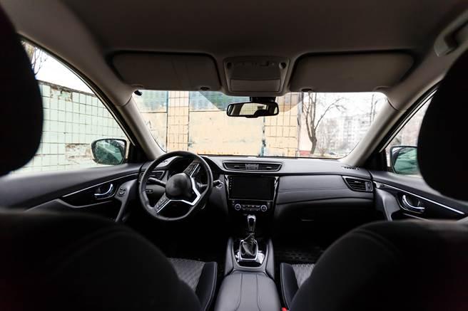 男子不鎖車門,日前發現一陌生女子滿是血跡地躲在後座,當場嚇瘋報警。(示意圖/達志影像/Shutterstock提供)