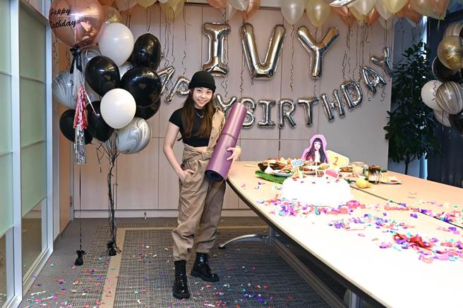 艾薇19日迎接23歲生日。(環球唱片提供)
