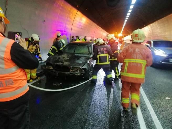 雪山隧道北上路段18日發生火燒車意外。(國道9隊提供 胡健森宜蘭傳真)