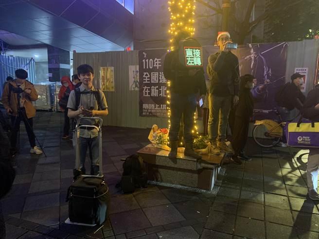 台灣機車路權促進會「待轉大富翁」活動今晚在板橋舉行。(王揚傑攝)