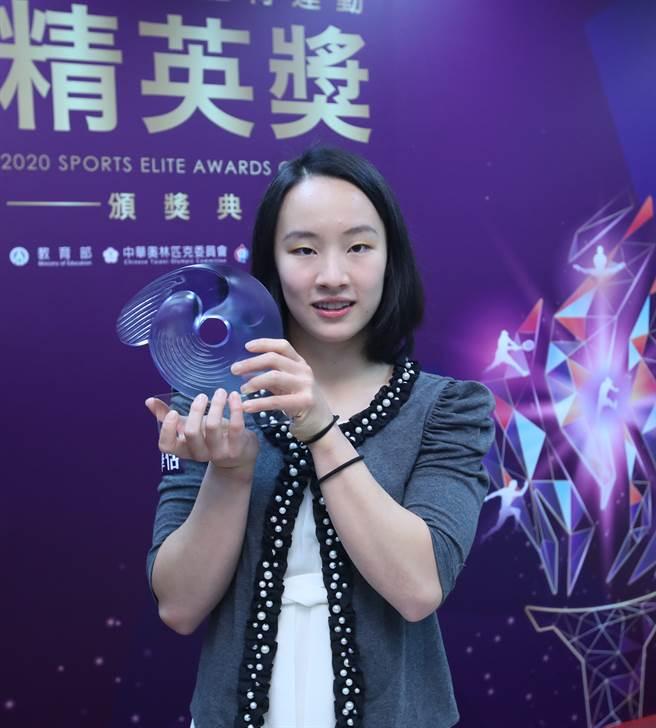 丁華恬摘最佳新秀運動員獎。(鄭任南攝)