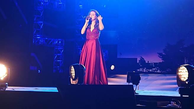 台南市「爵士音樂會」18日在永華市政中心西側廣場登場,由瑪莉(Mary Jess)開場打頭陣。(程炳璋攝)