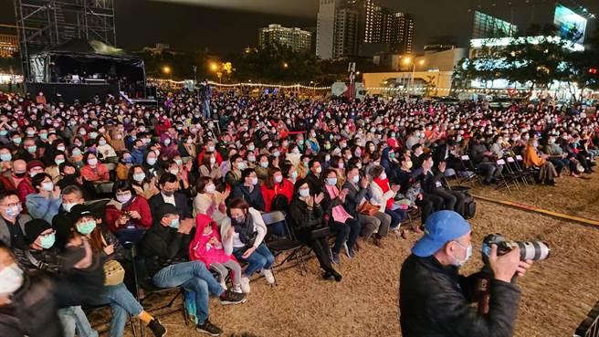 台南市爵士音樂會吸引現場上萬名觀眾入場。(程炳璋攝)