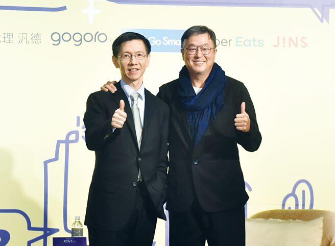夢想學校創辦人王文華(左)及華人娛樂圈教父王偉忠(右)共同進行研討。圖/顏謙隆