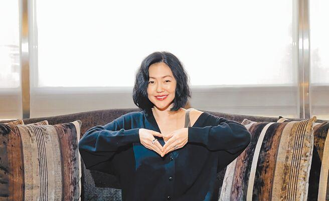 小S佩戴方國強「Meet Love」義賣珠寶,獻上愛心。(Khieng ATELIER提供)