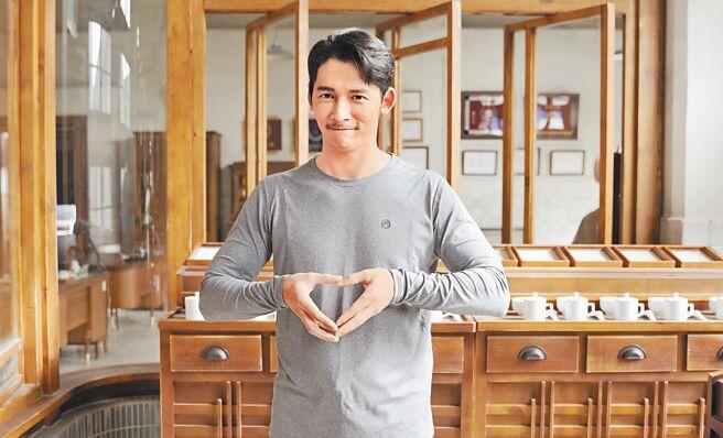 溫昇豪熱心公益,力挺方國強的「Meet Love」珠寶義賣活動。(Khieng ATELIER提供)