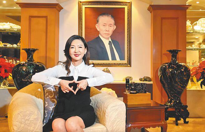 台塑生醫董座王瑞瑜力挺方國強的「Meet Love」珠寶義賣活動。(Khieng ATELIER提供)