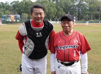 棒球》昨晚挖出陳年手套 洪一中讚洪騰勝:投球真的準