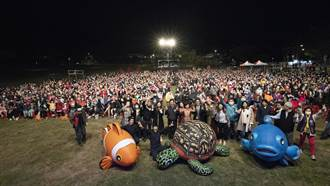 天氣冷4千人「民主草坪」看表演