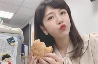 中天美女主播鄭亦真不吃漢堡了 「邊播報邊吃湯圓」畫面正翻