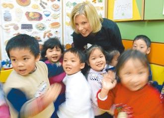 幼兒園全日教美語 學界反彈