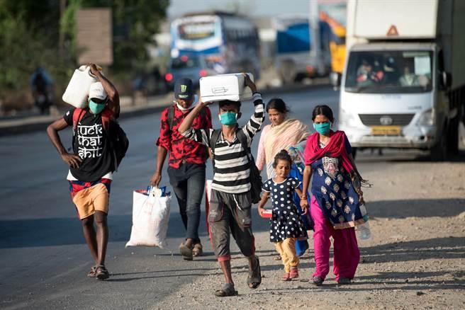 印度官方數據顯示2019冠狀病毒疾病(COVID-19)確診病例今天仍累計破1000萬例,是繼美國之後全球第2高。(圖/shutterstock)