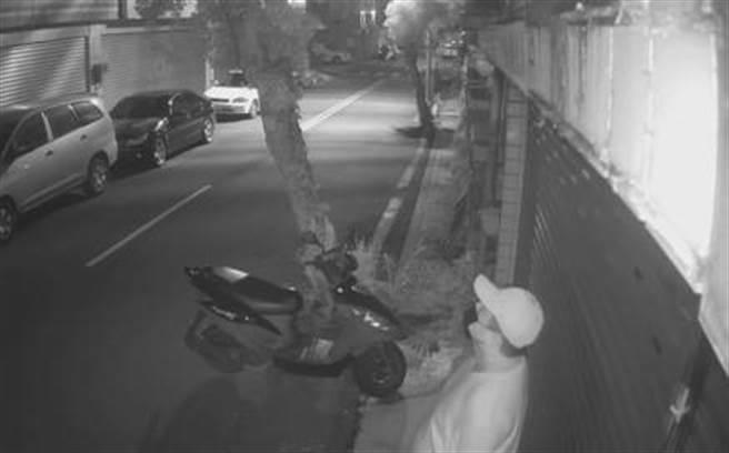 台南市一名53歲曾姓慣竊,疑似於台南多處闖空門,日前遭警方逮捕歸案。(讀者提供/李宜杰台南傳真)