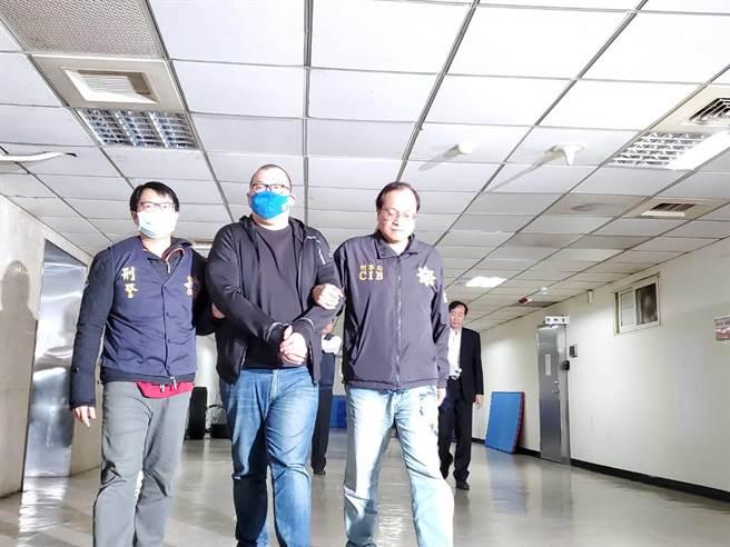 警方將涉嫌恐嚇球員的劉姓男子逮捕,訊後移送桃園地檢署偵辦。(林郁平攝)