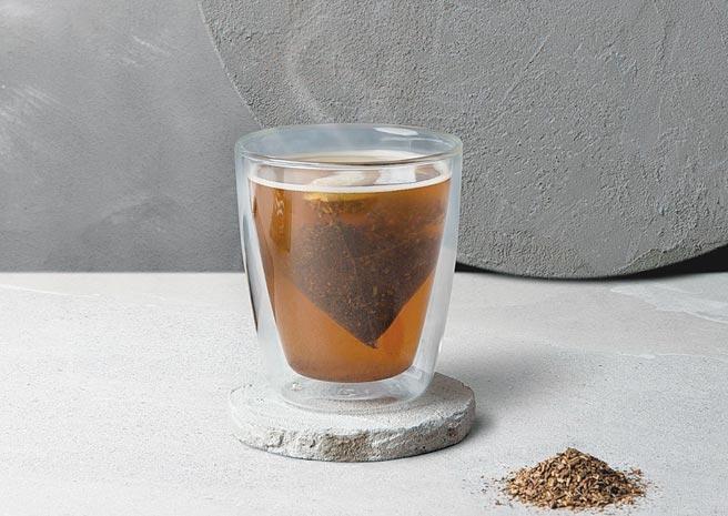 「大臣賞冠軍茶匠焙茶」原價70元,2021年1月4日前暖心價45元。圖/路易莎咖啡提供