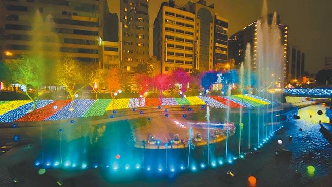 「2020臺中好YA誕」今年首度在柳川推出耶誕水舞燈光秀。(TVBS提供)