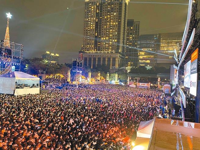 「2020新北歡樂耶誕城」巨星耶誕演唱會連續2日吸引超過45萬人湧入。(TVBS提供)