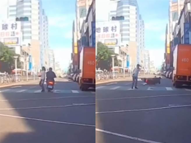 行人在路中間疑似不知如何閃避,竟上演「跳恰恰」前後走動,騎士最後閃避不及自摔。(圖/翻攝自臉書八卦村 - 行車紀錄器影片上傳中心)