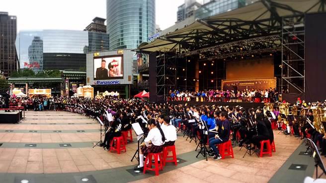 有片!破紀錄四百多人管樂大合奏。圖/愛傳媒提供
