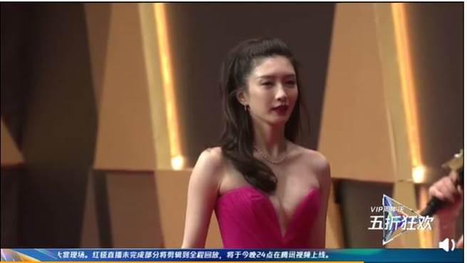 江疏影雙峰超有料,胸前布料更是快包不住她的傲人上圍。(圖/取材自騰訊視頻微博)