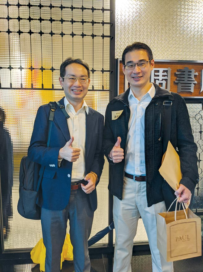資策會科法所法律研究員陳昱宏(左)與鈞泰新媒體執行長謝秉恒(右)共同合影。圖/資策會科法所提供